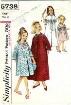 Simplicity 5738 Girls Robe in Two Lengths Size 6