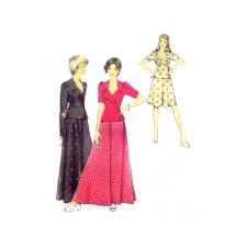 1970s Misses Wrap Top and Skirt Style 4830 Vintage Sewing Pattern Size 10 Bust 32 1/2